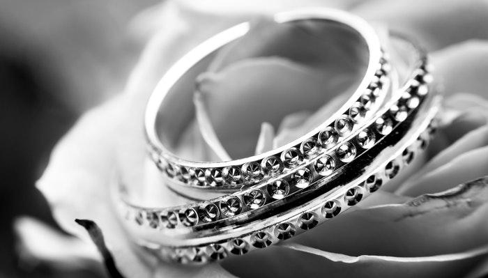 Sælg dine gamle smykker og tjen nemme penge